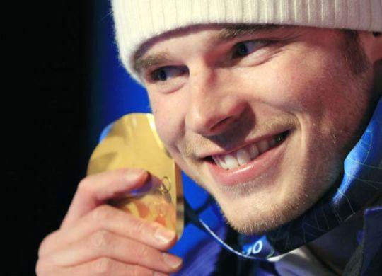 L'oro olimpico di Giuliano Razzoli (AP Photo/Andrew Medichini)