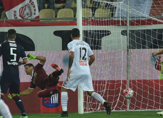 Il gol iniziale di Gabriel Silva, con la deviazione decisiva di Padelli