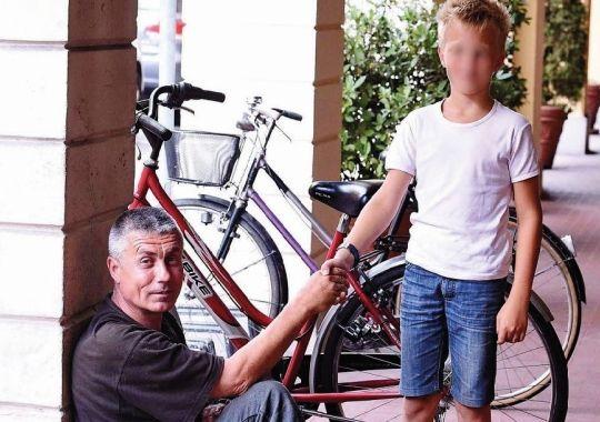 Bambino e mendicante  Foto di Gazzettadimodena.it