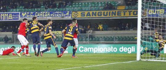 Un'immagine della partita (foto LaPresse)