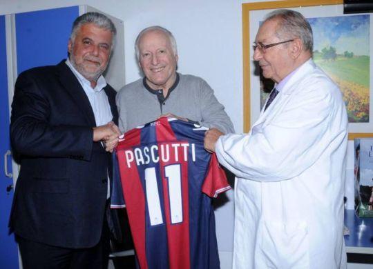 Ezio Pascutti è al centro, a sinistra l'ex presidente del Bologna Albano Guaraldi