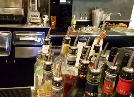 Il bancone dei liquori al San Diego