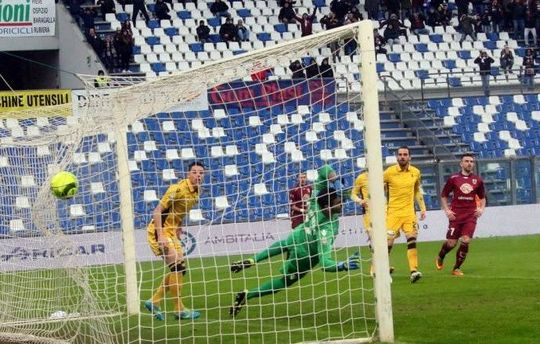 Il gol di Carlini (foto Rastelli per quotidiano.net)