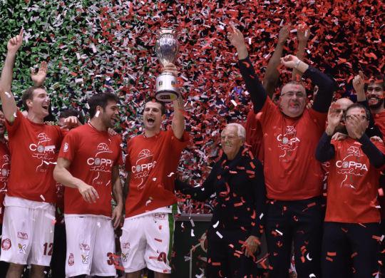 Milano festeggia la vittoria con Giorgio Armani (foto Ciamillo-Castoria)
