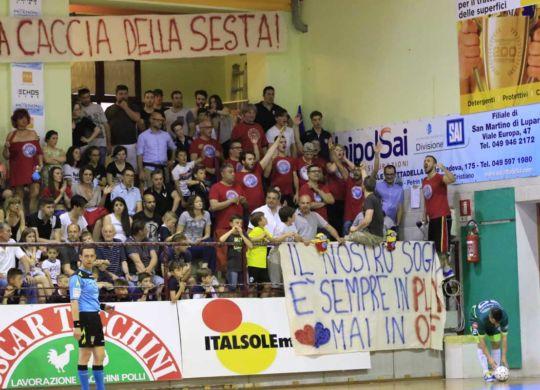 I tifosi della Luparense (luparensefc.com)