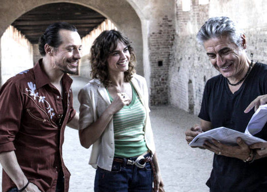 Luciano Ligabue con Stefano Accorsi e Kasia Smutniak (comingsoon.it)