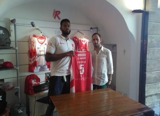 Mike Moser con il Do Barozzi (pallacanestroreggiana.it)