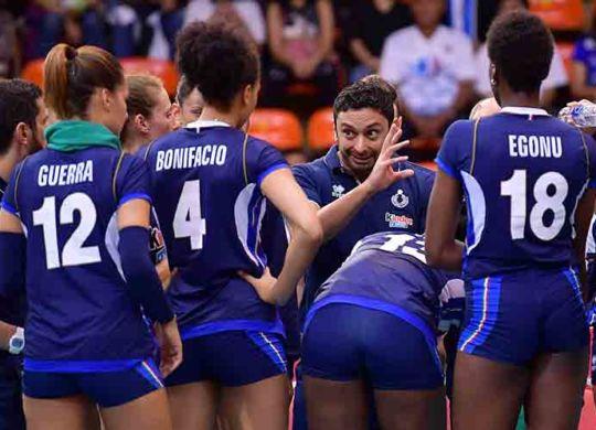 Time out di Mazzanti durante la gara con la Repubblica Dominicana (volleyball.it)