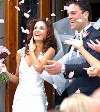 Alicia Rickter nel giorno del matrimonio con Mike Piazza (fabwags.cm)