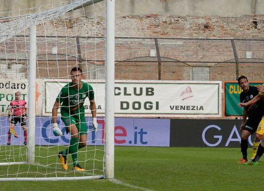 Il gol di Di cesare (gazzettadiparma.it)