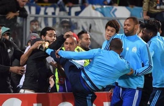 Il Calcio di Evra a un tifoso (immagini.quotidiano.net)
