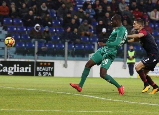 Il gol decisivo di Babacar in Cagliari-Fiorentina (ansa)