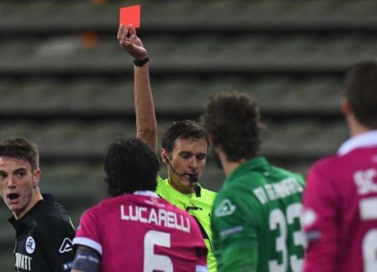 L'espulsione di Lucarelli (sport.sky.it)
