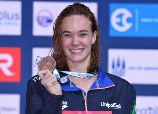 Margherita Panziera con il bronzo conquistato nei 200 dorso (lapresse)