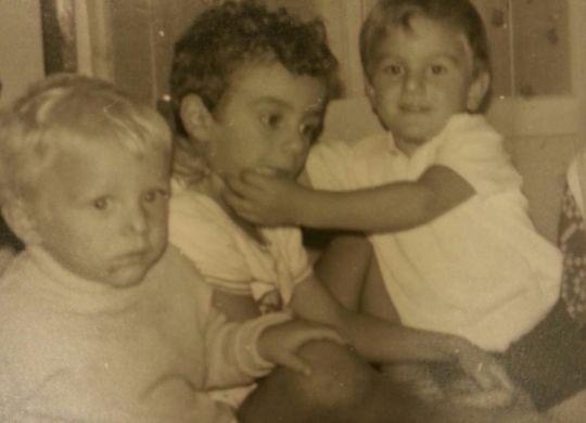 Eusebio bambino, con i fratelli. (www.gianlucadimarzio.com)