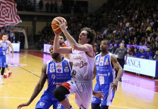 Della Valle protagonista contro Sassari (gazzettadireggio.gelocal.it)