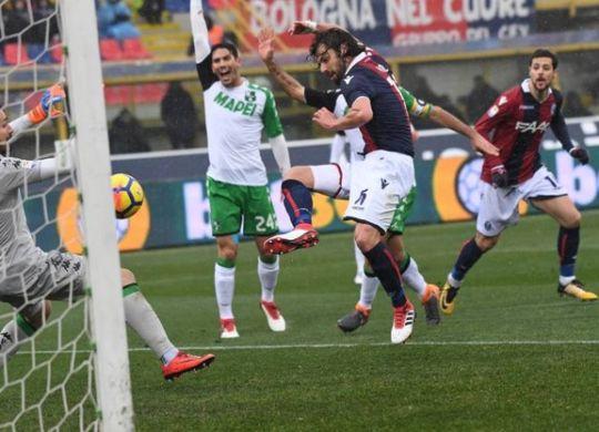 Il gol di Poli in Bologna-Sassuolo (immagini.quotidiano.net/Schicchi)