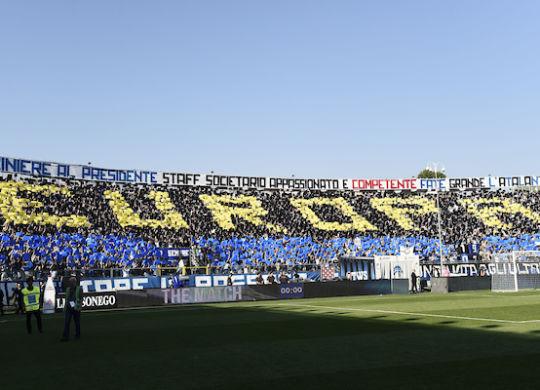 La coreografia dei tifosi dell'Atalanta per festeggiare l'Europa (image sport/Insidefoto)