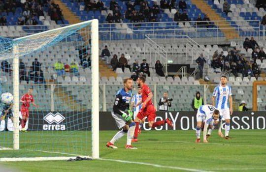 Il gol di Sabbione ha deciso la gara fra Pescara e Carpi (lapresse/gazzetta.it)