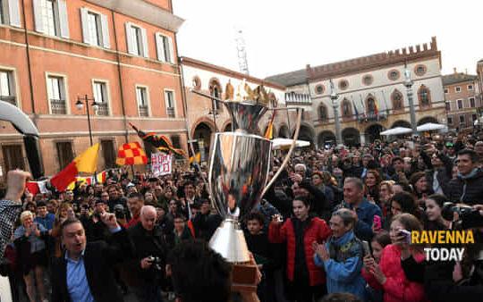 I tifosi della Bunge festeggiano la vittoria (ravennatoday.it)