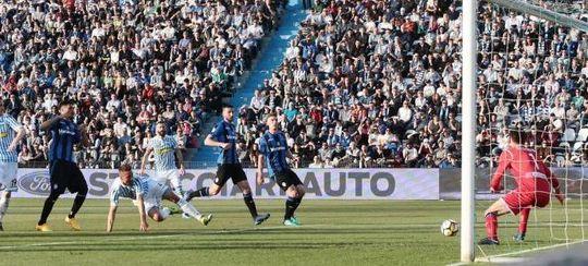 Il gol di Cionek per il momentaneo vantaggio della Spal (ansa/immagini.quotidiano.net)