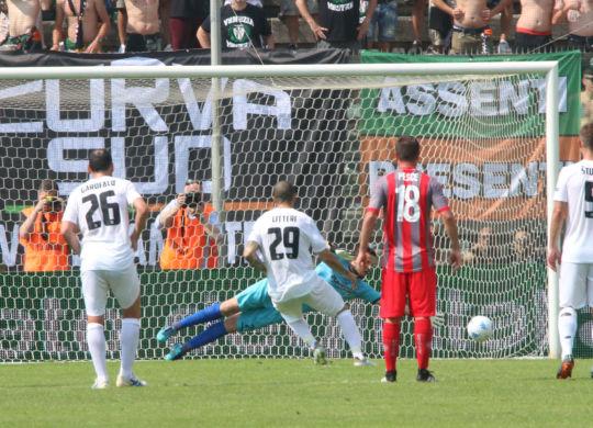 Il gol di Litteri per il momentaneo 1-1 tra Cremonese e Venezia (Rastelli/lapresse)