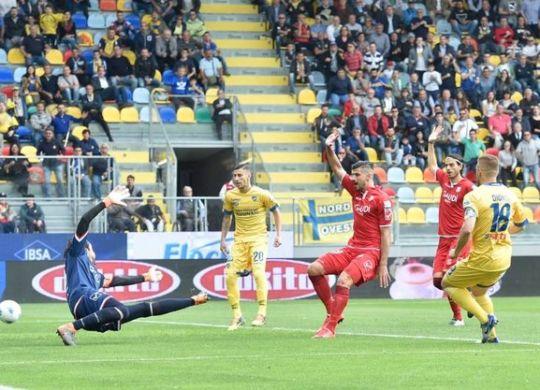 Il gol di Dionisi per la vittoria del Frosinone (ilrestodelcarlino.it/lapresse)