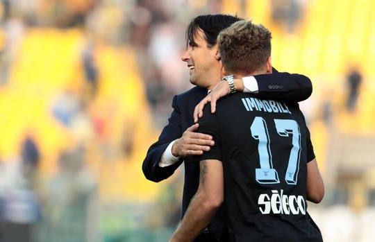 L'abbraccio tra Inzaghi e Immobile (gazzetta.it)