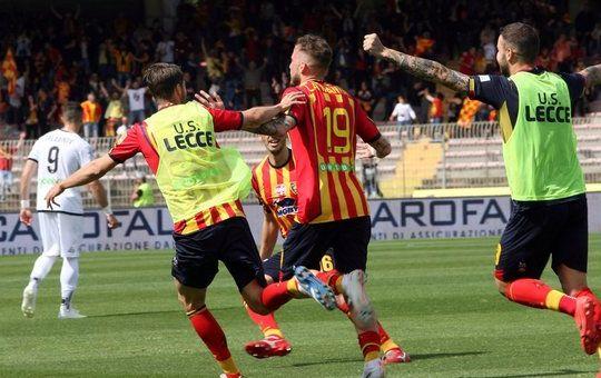 La gioia dei giocatori del Lecce (ilmessaggero.it)